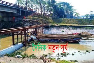 ফকিরহাটের ভৈরব নদীতে খুলনা ওয়াসার পাইপ : নৌযান চলাচলে বিঘ্ন সৃষ্টি